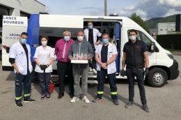 JCB N°206 Remise des « pommes d'amour » aux Ambulances Bourbon