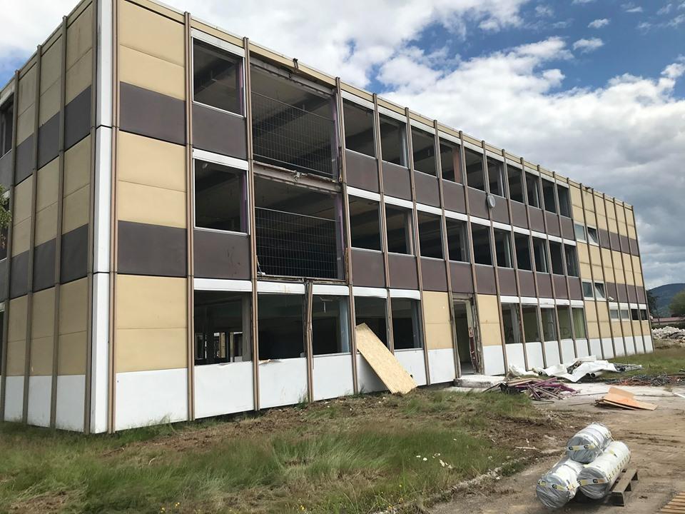 Vagney – La démolition du collège en images