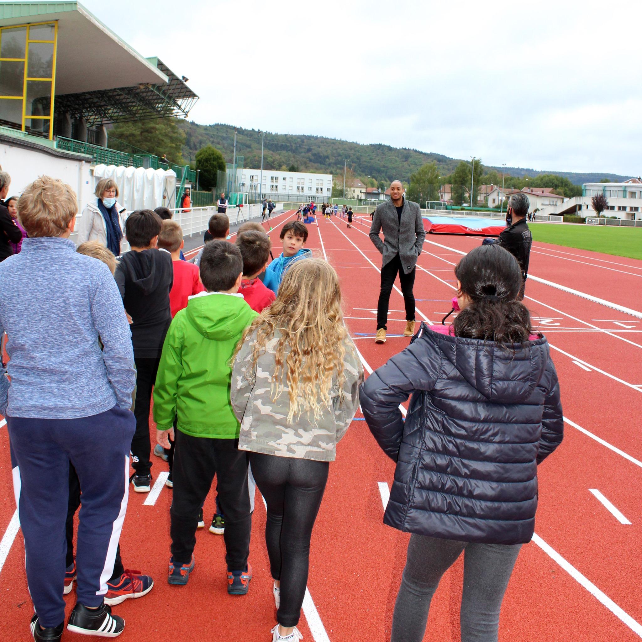 Remiremont – Les enfants des écoles aux côtés de la star française de l'athlétisme