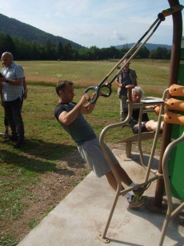 Le député Christophe Naegelen en test d'effort sur les équipements fitness.